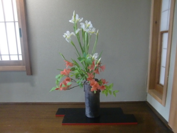 躑躅、サツキ、カキツバタの花々、そして活花_f0329849_17392190.jpg