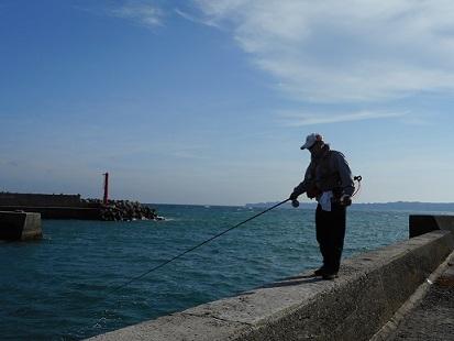 ★岩和田漁港でへチ釣り・・釣れたのは??★_e0147297_19160157.jpg