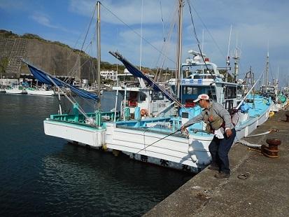 ★岩和田漁港でへチ釣り・・釣れたのは??★_e0147297_19211425.jpg
