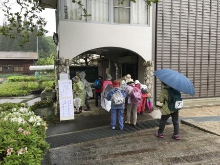 雨中の歩かまい稲武_b0204636_13501133.jpg