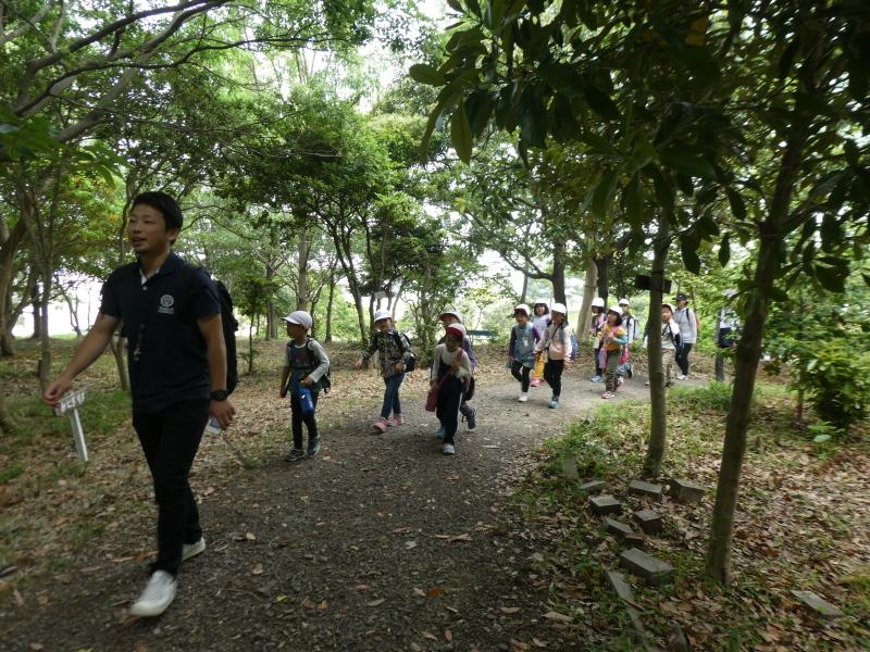 多奈川小学校1・2年生遠足 in うみべの森探検_c0108460_15510218.jpg