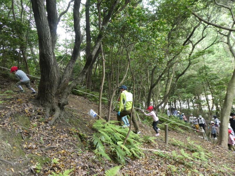 多奈川小学校1・2年生遠足 in うみべの森探検_c0108460_16004129.jpg