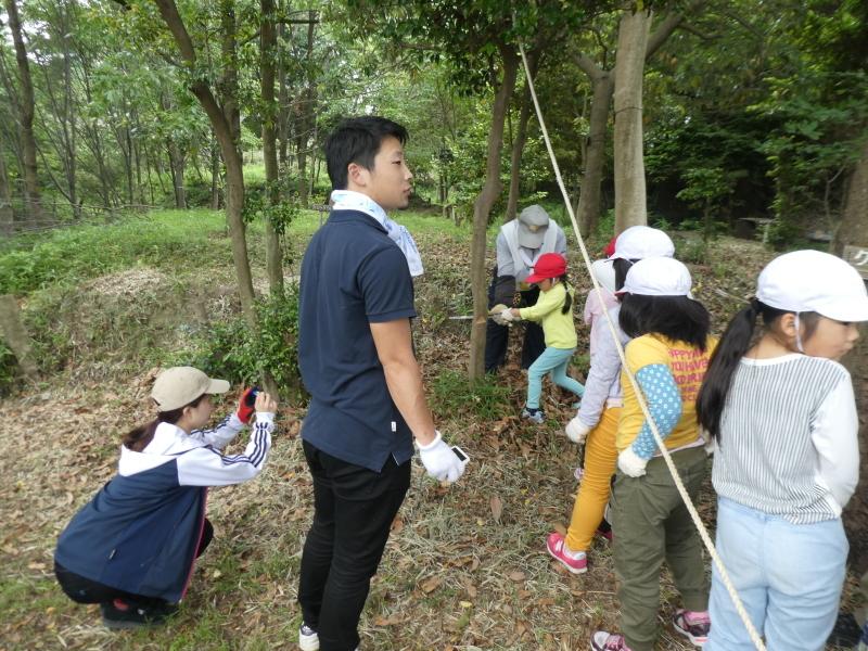 多奈川小学校1・2年生遠足 in うみべの森探検_c0108460_16105075.jpg