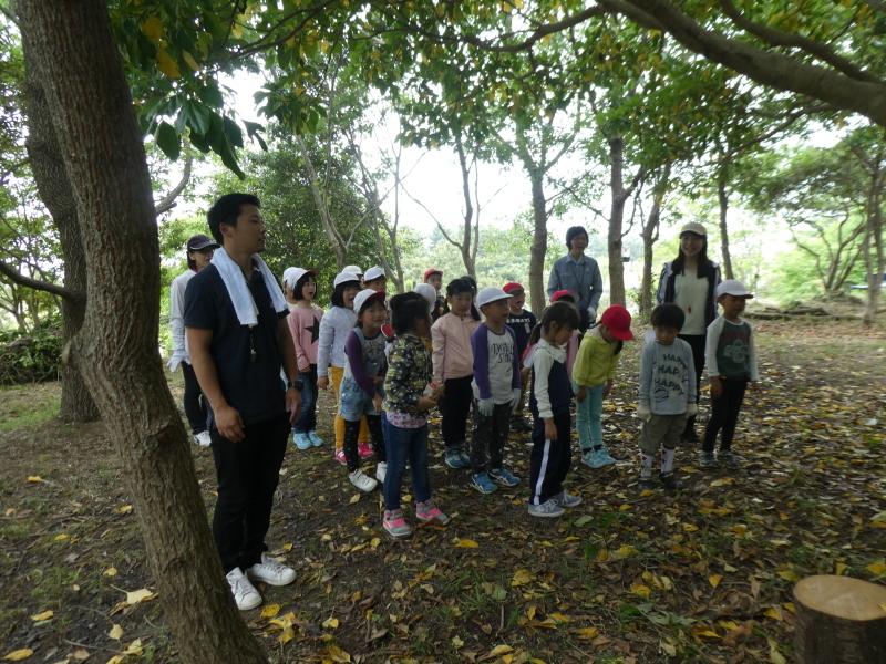 多奈川小学校1・2年生遠足 in うみべの森探検_c0108460_16304243.jpg