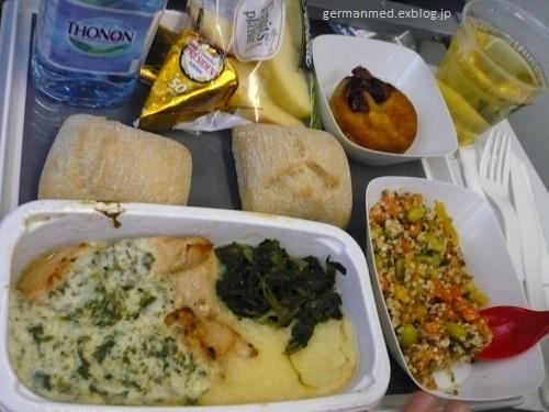 旅の荷物と機内食_d0144726_06103536.jpg