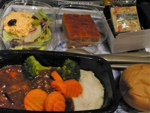 旅の荷物と機内食_d0144726_06103621.jpg