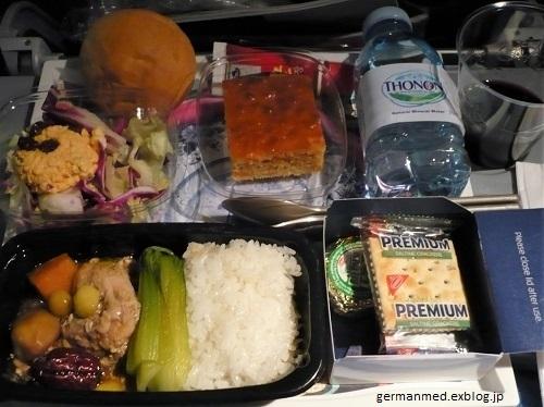 旅の荷物と機内食_d0144726_06103655.jpg