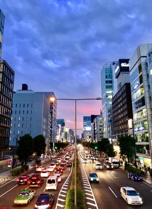 青山通りの夕暮れ_a0103940_16252226.jpeg