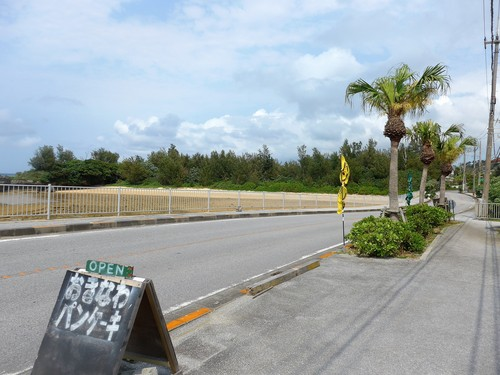 沖縄・恩納村「ちゅら海カフェ かふぅ」へ行く。_f0232060_11274560.jpg