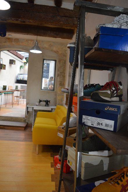 古着屋さんのカフェ_b0346275_05091320.jpg