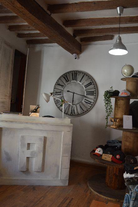 古着屋さんのカフェ_b0346275_05102886.jpg