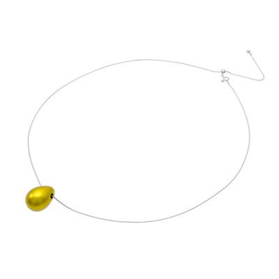 身につける漆 漆のアクセサリー ペンダント 鈴しずく レモンゴールド色 坂本これくしょんの艶やかで美しくとても軽い和木に漆塗りのアクセサリー SAKAMOTO COLLECTION wearable URUSHI accessories pendants Bell Drop Lemon gold adjustable chain code キラキラとした発色の良い鮮やかな元気の出るビタミンカラー、人気の高いドロップ型を鈴のようにふっくらさせシンプルで愛らし形胸が元に落ちるペンダン、頭からかぶってから長さを微調整できる便利なシルバー色スライド式チェーンコードです。 #軽いペンダント #漆のペンダント #しずく #ペンダント #ドロップ型ペンダント #accessories #jewelry #LemonGold #YellowGold #pendants #necklace