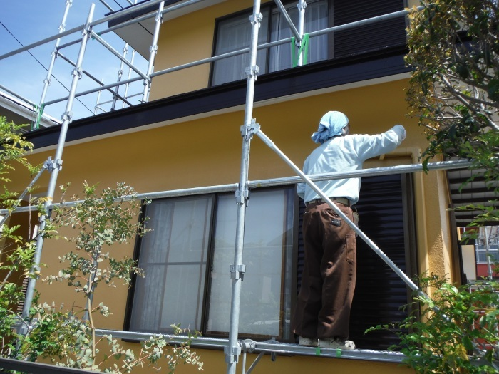 屋根・外壁の塗り替え ~ 壁の上塗り、雨樋取替_d0165368_05060985.jpg