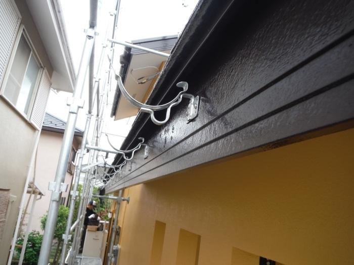 屋根・外壁の塗り替え ~ 壁の上塗り、雨樋取替_d0165368_05063794.jpg