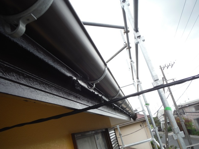 屋根・外壁の塗り替え ~ 壁の上塗り、雨樋取替_d0165368_05065053.jpg