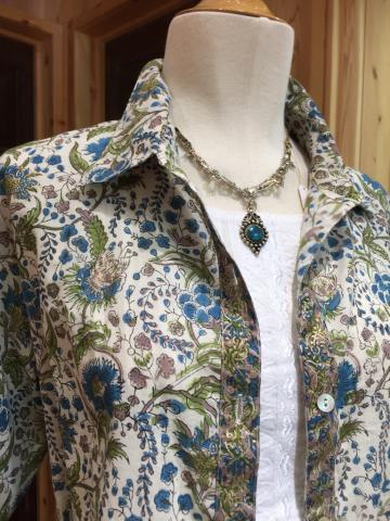 インド・ブロックプリントのシャツブラウス、ショート丈のコットンブラウス_d0187468_13230254.jpg