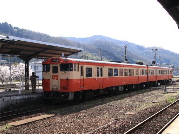 快速 ノスタルジー JR津山駅にて!_d0202264_4354093.jpg