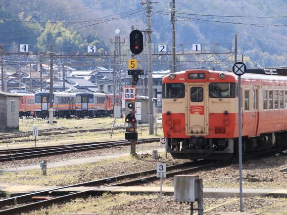 快速 ノスタルジー JR津山駅にて!_d0202264_436997.jpg