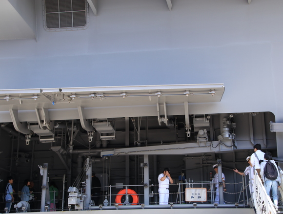 護衛艦かが 一般公開_d0202264_4405565.jpg