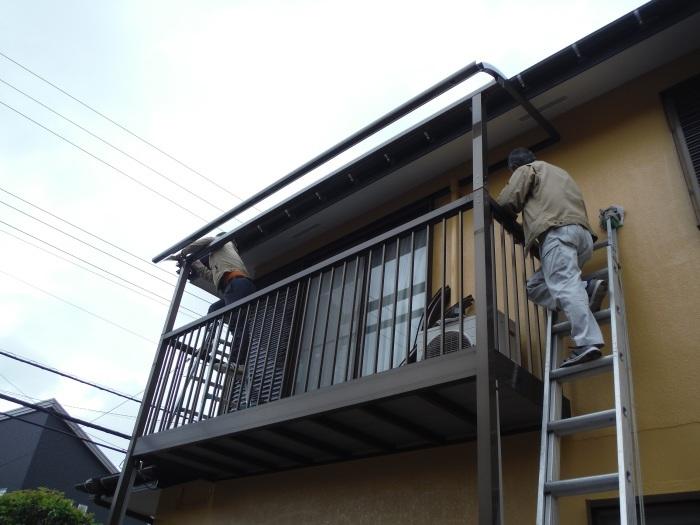屋根・外壁の塗り替え ~ 2階バルコニーの屋根と床_d0165368_04191231.jpg