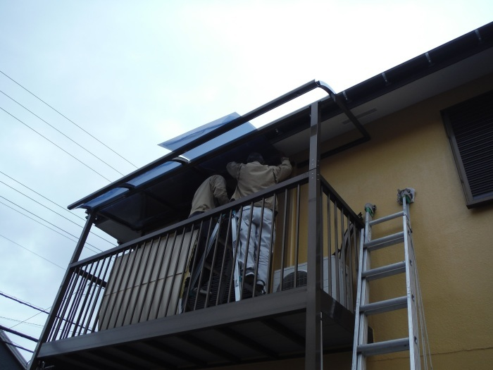 屋根・外壁の塗り替え ~ 2階バルコニーの屋根と床_d0165368_04192202.jpg