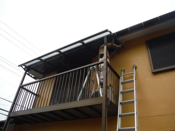 屋根・外壁の塗り替え ~ 2階バルコニーの屋根と床_d0165368_04193596.jpg