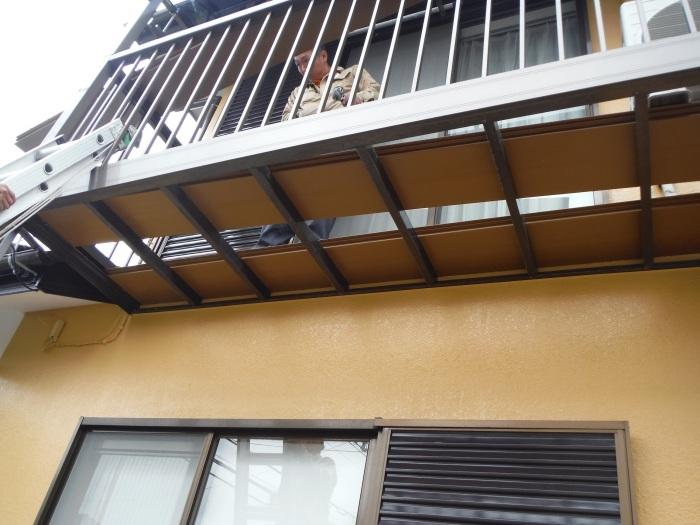 屋根・外壁の塗り替え ~ 2階バルコニーの屋根と床_d0165368_04195727.jpg