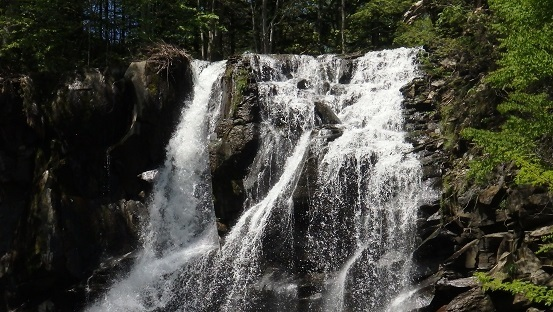 滝野すずらん丘陵公園の滝巡り。新緑の谷間を・・・・_f0362073_07305405.jpg