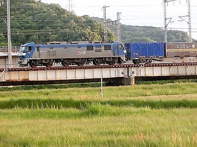 藤田八束の鉄道写真@貨物列車の写真、北海道、東北、関東、山陽、九州を走る_d0181492_22023550.jpg