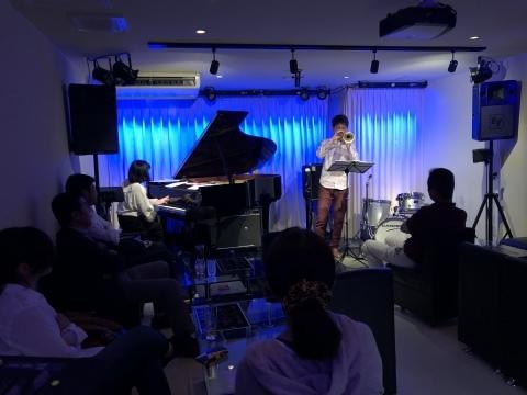 Jazzlive comin 広島 本日木曜日は 19時30分ライブスタートです。_b0115606_11363285.jpeg