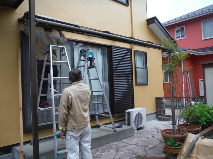 屋根・外壁の塗り替え ~ 1階テラス屋根取付し工事終了となりました。_d0165368_02362162.jpg
