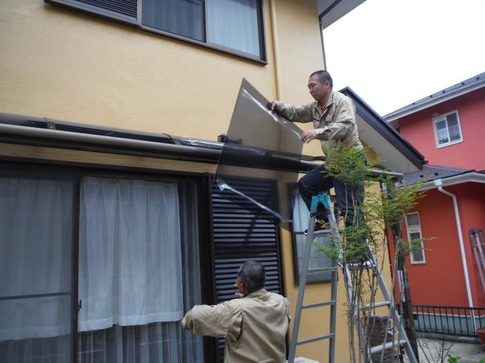 屋根・外壁の塗り替え ~ 1階テラス屋根取付し工事終了となりました。_d0165368_02365297.jpg