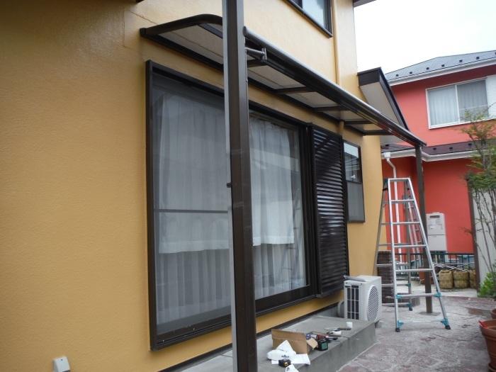 屋根・外壁の塗り替え ~ 1階テラス屋根取付し工事終了となりました。_d0165368_02370447.jpg
