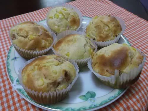 ベーコンと玉ねぎの食事マフィン&黒糖蒸しパン_f0019498_11464634.jpg