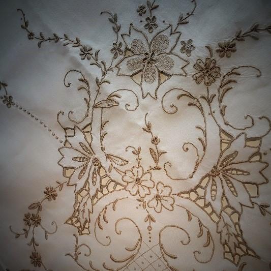 Antique Lace 細密な手仕事が織りなすレースの世界 展  始まりました♫_b0232919_16141559.jpg
