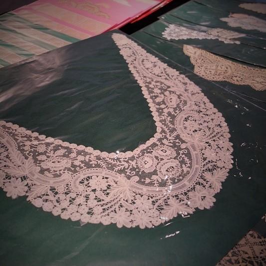 Antique Lace 細密な手仕事が織りなすレースの世界 展  始まりました♫_b0232919_16254929.jpg