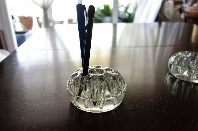 ガラスの花刺しまたはペン立て_f0112550_03003043.jpg