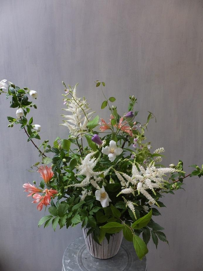 オークリーフ(ウツギとクレマチスの季節のアレンジメント)_f0049672_13213564.jpg