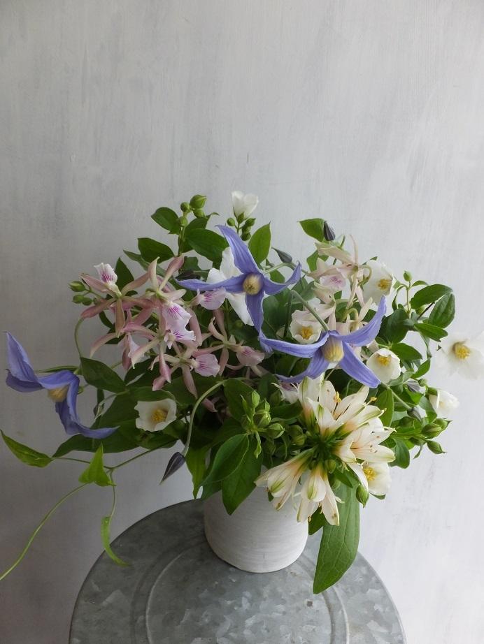 オークリーフ(ウツギとクレマチスの季節のアレンジメント)_f0049672_13214469.jpg