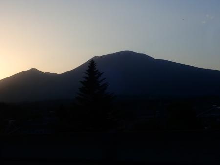夕暮れの浅間山_e0120896_06421842.jpg
