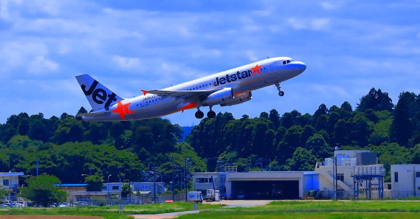 成田空港を離陸ジェットスター航空機_a0150260_23570323.jpg