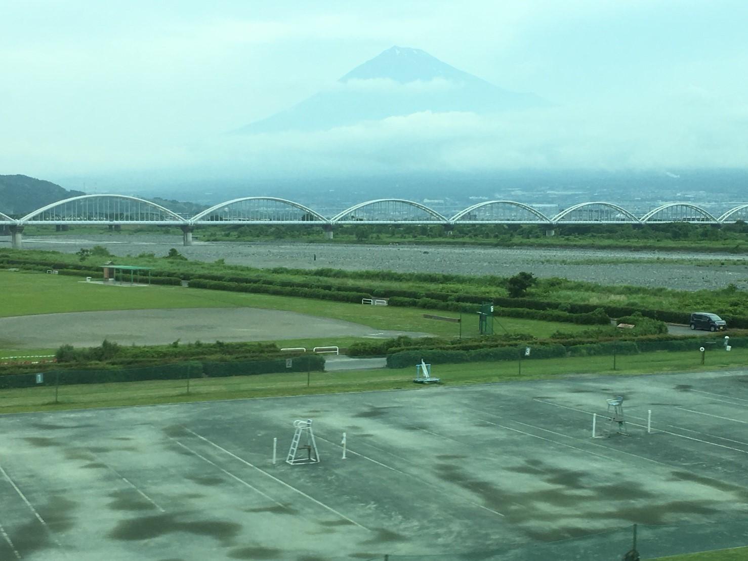 富士山ビューシリーズ 2018/5/28  今朝の新幹線からの富士山_b0011584_09352695.jpg