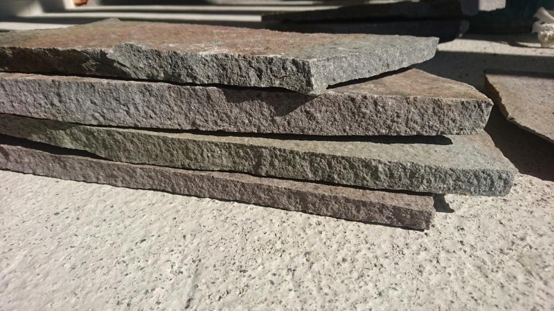石って何色をイメージしますか?_f0390101_15342776.jpg