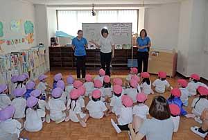 Philippine Teachers Study-Training  in Nakakagaya Kindergarten #1_e0325335_11371990.jpg