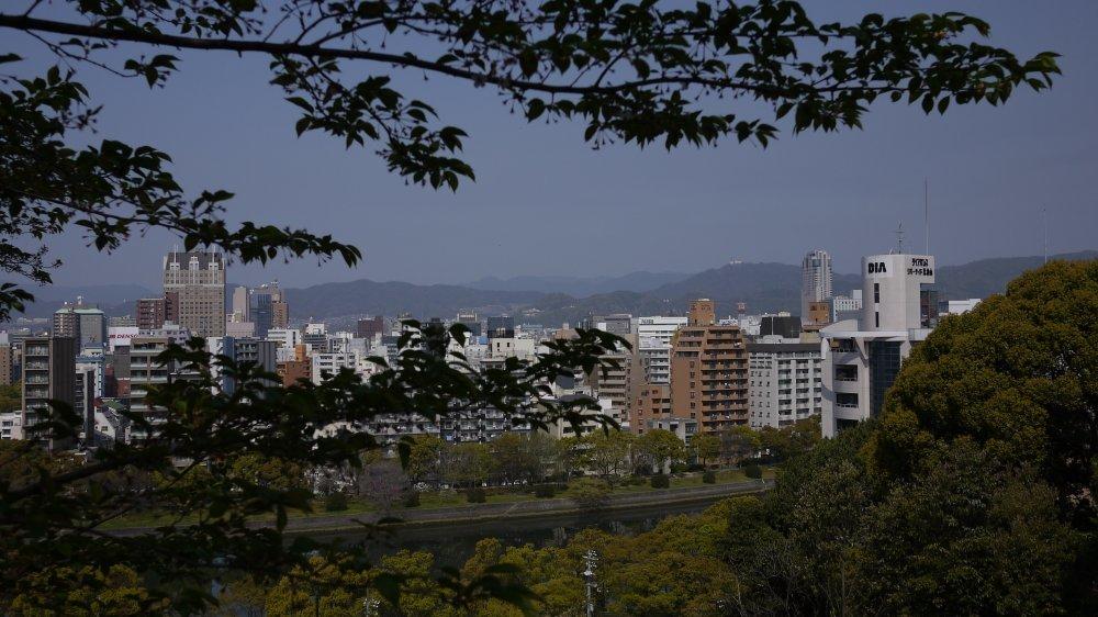 比治山から市街地を眺める_b0190540_00254932.jpg