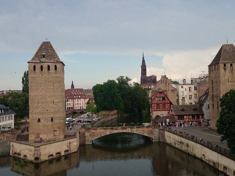 フランス ストラスブールは大都市_f0323446_06431352.jpg
