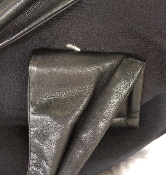 バックの取っ手の裏に差し込まれた白い羽のその後_f0362457_21415211.jpg