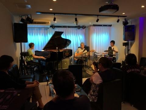 広島 Jazzlive comin 本日水曜日のライブ_b0115606_12025579.jpeg