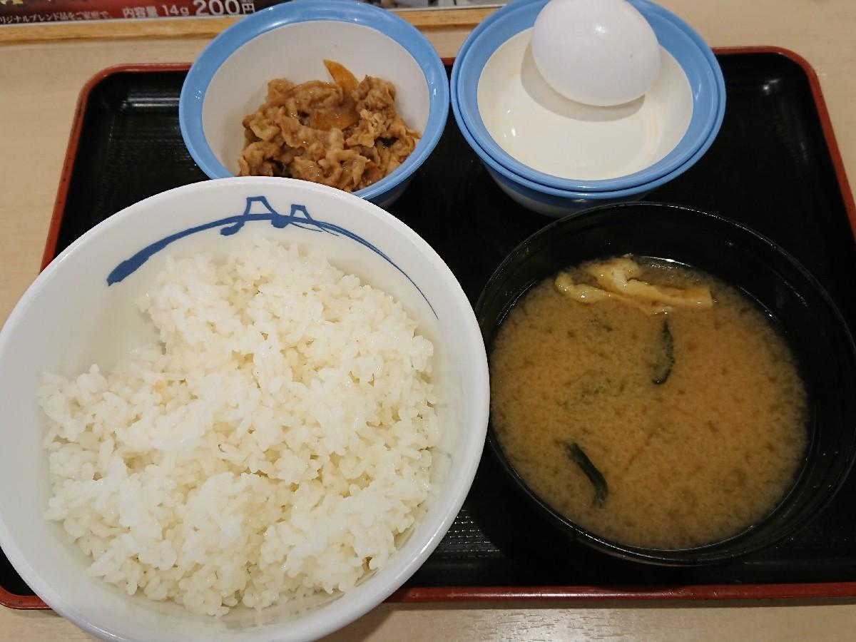 5/30  選べる小鉢の玉子かけご飯ミニ牛皿¥290_b0042308_07471112.jpg