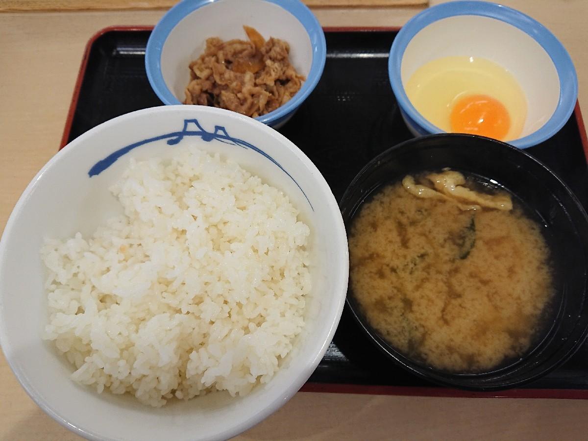 5/30  選べる小鉢の玉子かけご飯ミニ牛皿¥290_b0042308_07471293.jpg
